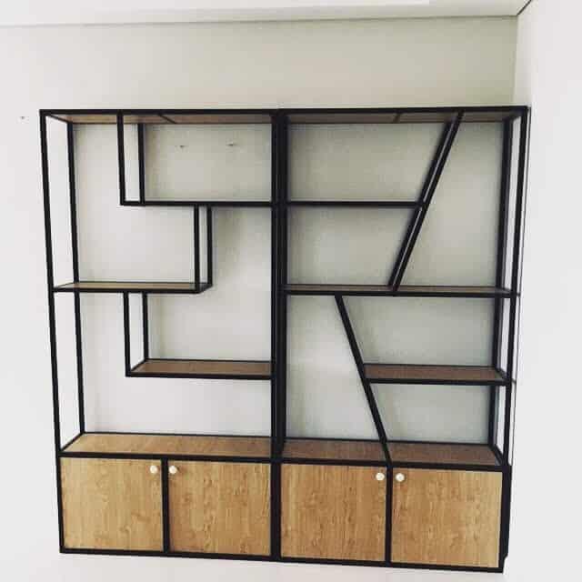 Kệ trang trí khung chân sắt mặt gỗ - có tủ GHZ-745